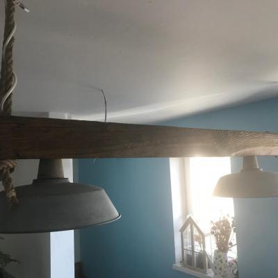 svetelná rampa zo starého trámu