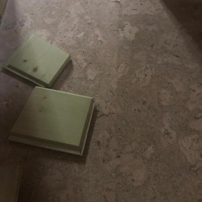 korková podlaha ešte bez prírodného laku