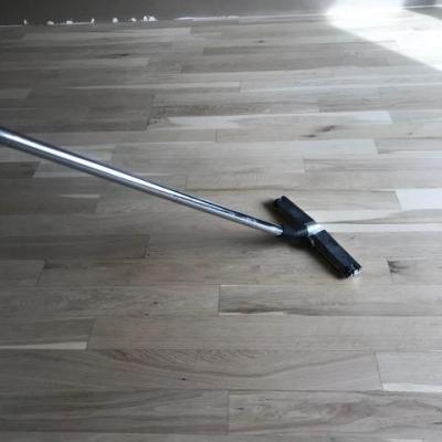 po brúsení sa podlaha vysáva